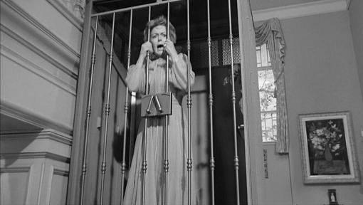 femme-emprisonnee
